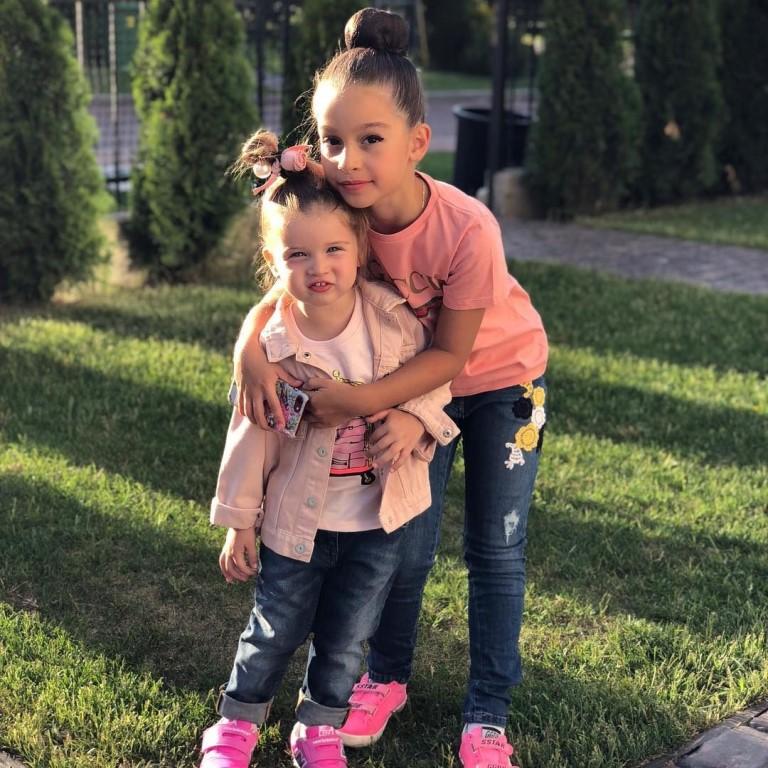 дети знаменитостей Маруся и Теона